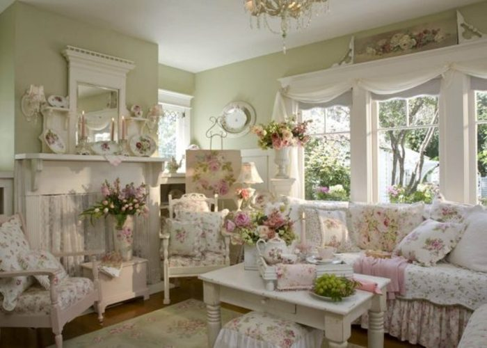 К стилю прованс хорошо подойдут выбеленные полочки, украшенные цветами и сердечками.