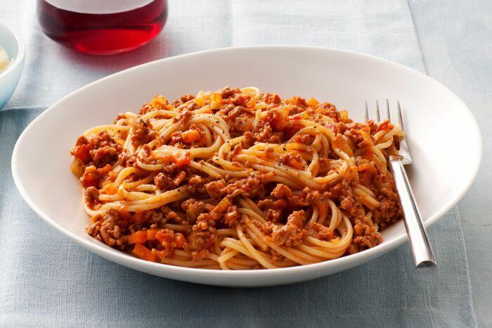 Спагетти с фаршем. \ Фото: pinterest.com.