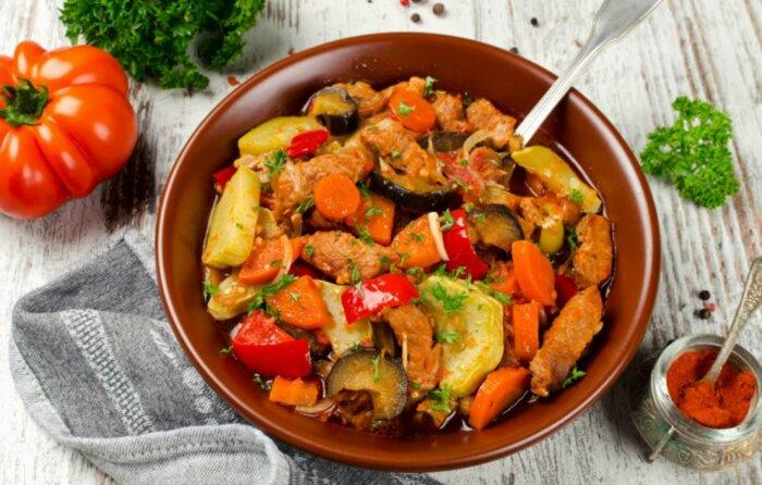 Рагу с мясом. \ Фото: vk.com.