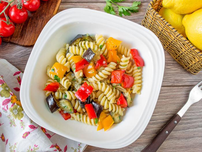 Макароны с печёными овощами. \ Фото: vkusnyblog.ru.