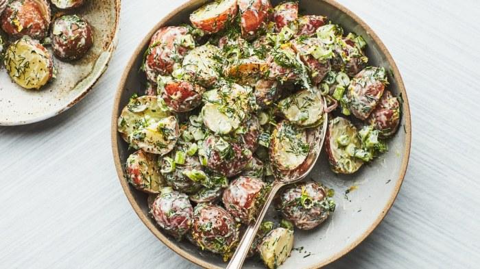 Сливочный картофельный салат с беконом. \ Фото: epicurious.com.