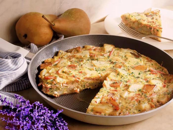 Картофельный омлет. \ Фото: 1000.menu.