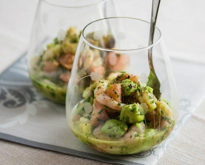 Потрясающий коктейльный салат, устоять перед которым невозможно.