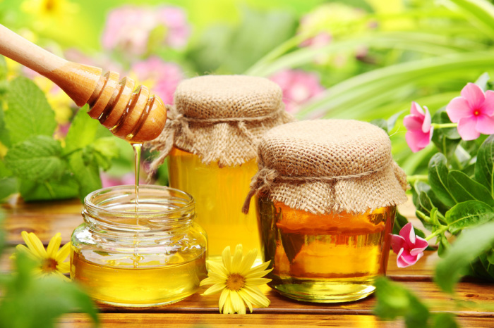 Мёд стоит хранить при комнатной температуре, иначе он кристаллизуется.
