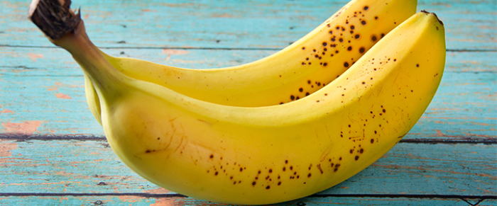 Бананы стоит хранить при комнатной температуре, так они равномерно созреют и сохранят свои полезные свойства.