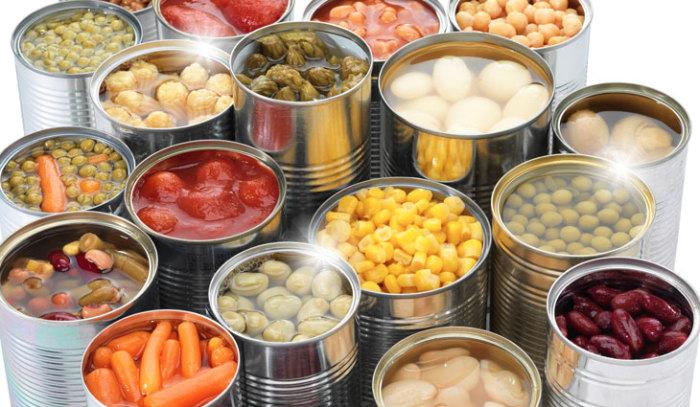 Любые консервы (в том числе рыбные и мясные) стоит хранить в шкафу.