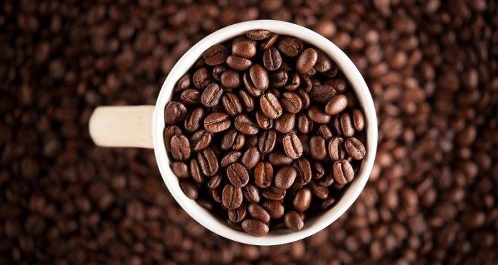 Кофейные зерна нужно хранить в герметичной упаковке в тёмном месте.