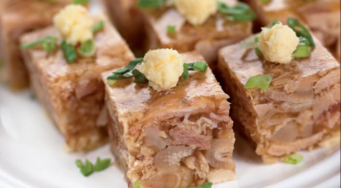Холодец из свинины - блюдо на любителя.