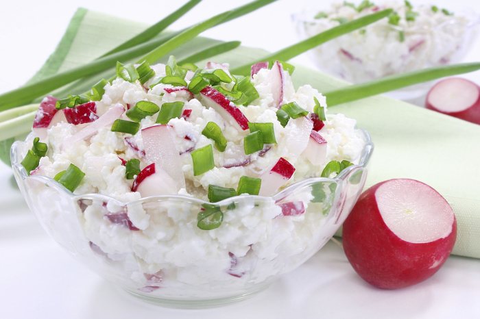 Салат с редисом и творогом. \ Фото: zdrowie-diety.pl.