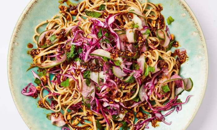 Паста с овощами. \ Фото: theguardian.com.