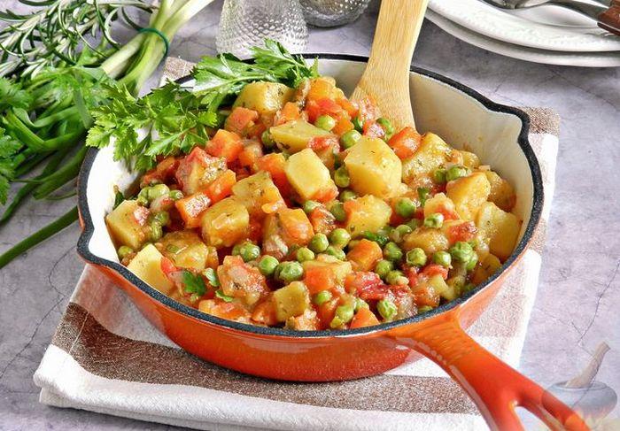 Рагу с зелёным горошком. \ Фото: russianfood.com.