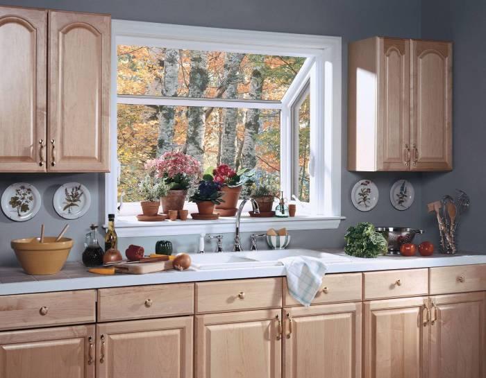 Цветы на кухне - прекрасный элемент декора. / Фото: topdom.ru.