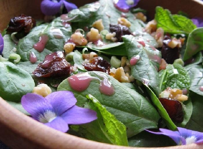 Салат из сладкотравья. \ Фото: lavkagazeta.com