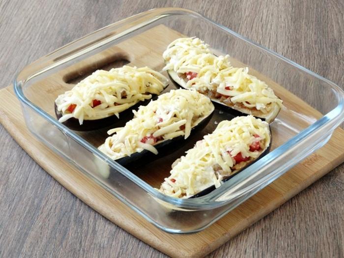 Блюдо отправить в духовку на 15 минут.