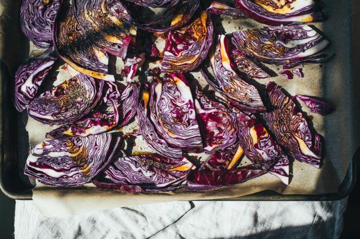 Красная капуста, запечённая в духовке. \ Фото: in.pinterest.com.