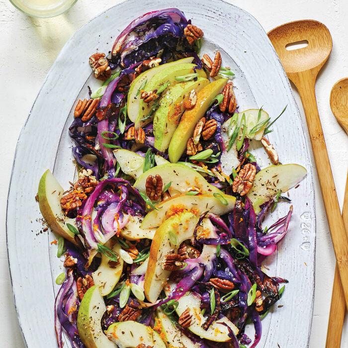 Грушевый салат с капустой. \ Фото: finecooking.com.