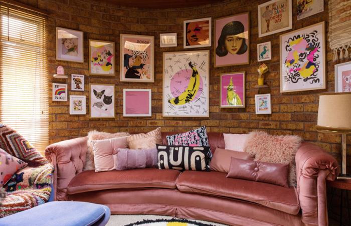 Постеры и принты - прекрасный вариант украсить стены. \ Фото: remoo.ru.