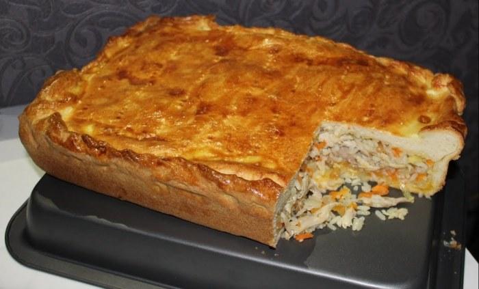 Восхитительно вкусный рисовый пирог с курицей. \ Фото: youtube.com.