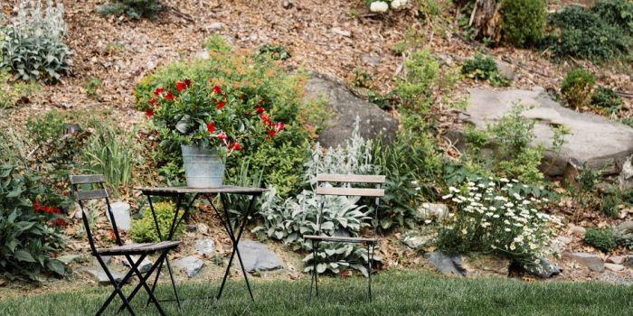 Украшаем свой сад камнями.