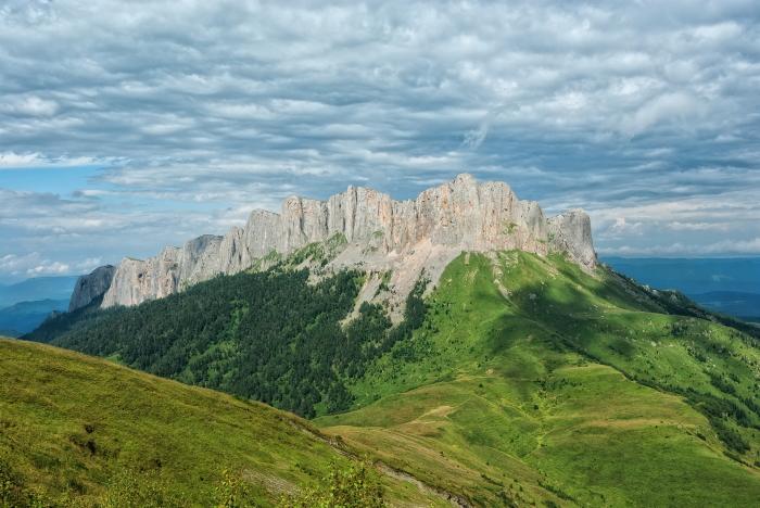 Гора Большой Тхач. \ Фото: ru.wikipedia.org.