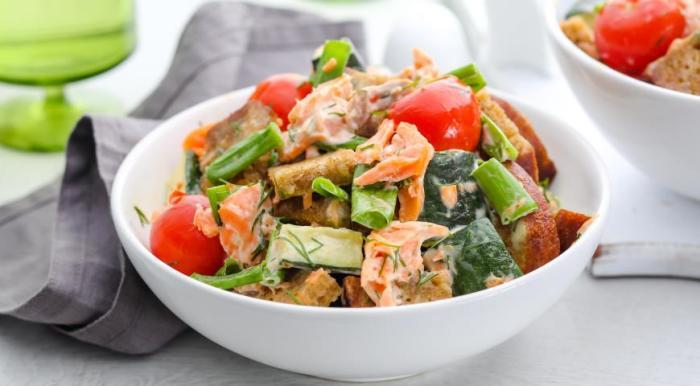 Салат с красной рыбой для романтического ужина и не только. \ Фото: google.com.