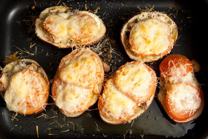 Восхитительный печёный картофель с форелью. \ Фото: artegusto.ru.