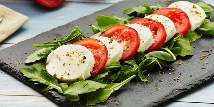 Вкусный итальянский салат. \ Фото: italy4.me.