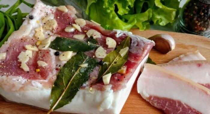 Ароматное, нежное и очень вкусное домашнее сало. \ Фото: pinterest.com.