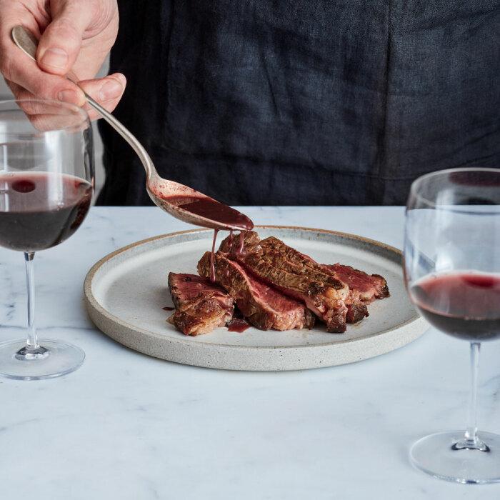Соус к мясу. \ Фото: foodandwine.com.