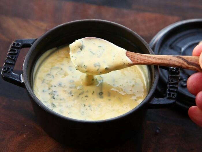 Беарнский соус. \ Фото: agernrestaurant.com.