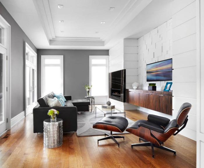 Серые стены и чёрный с белым - идеальное сочетание для спокойной гостиной.