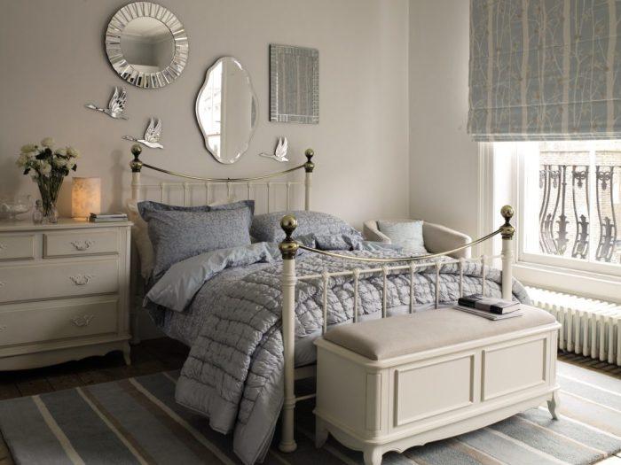 Сочетание серых тонов в интерьере спальни.