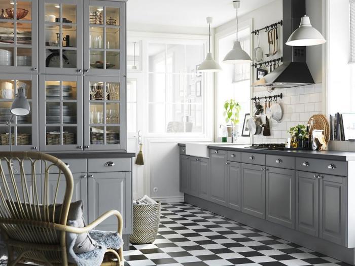 Кухня, выполненная в серых тонах.