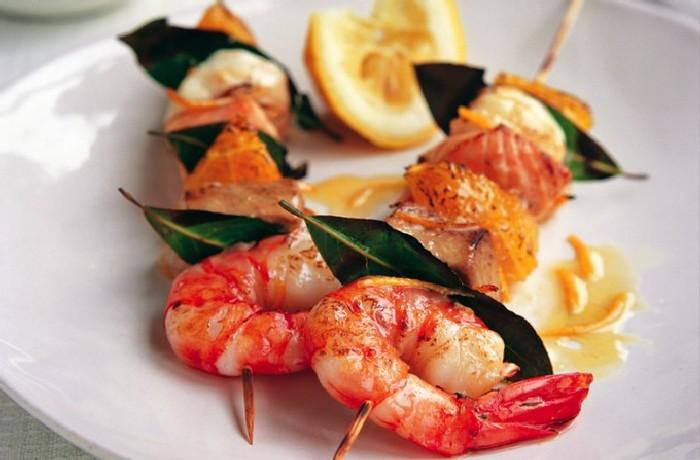 Шашлык из рыбы с креветками. \ Фото: vkusnodoma.net.