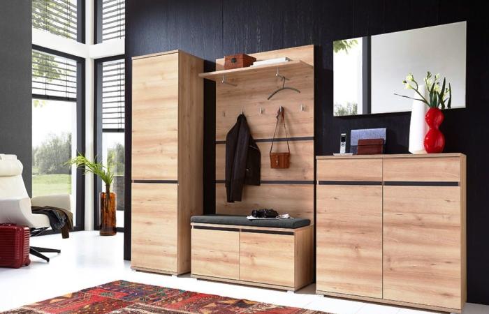 Современный, практичный и вместительный шкаф для прихожей.