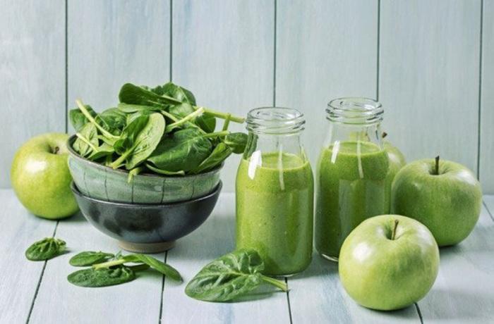 Очень вкусный и полезный смузи со шпинатом. \ Фото: optix.su.