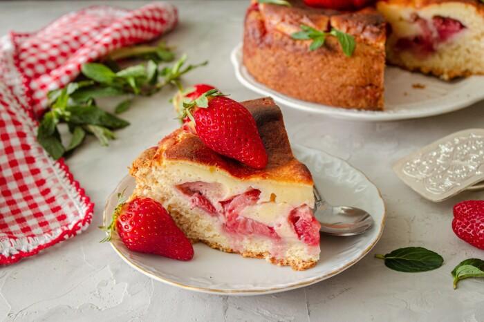 Тортик с клубникой. / Фото: google.com.