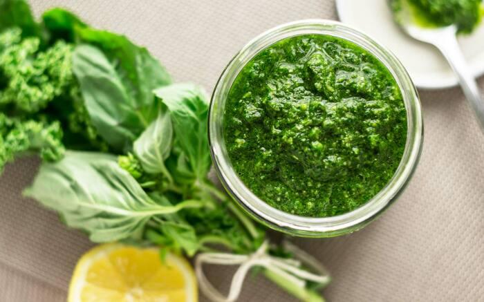Зелёный соус. \ Фото: travelandleisure.com.