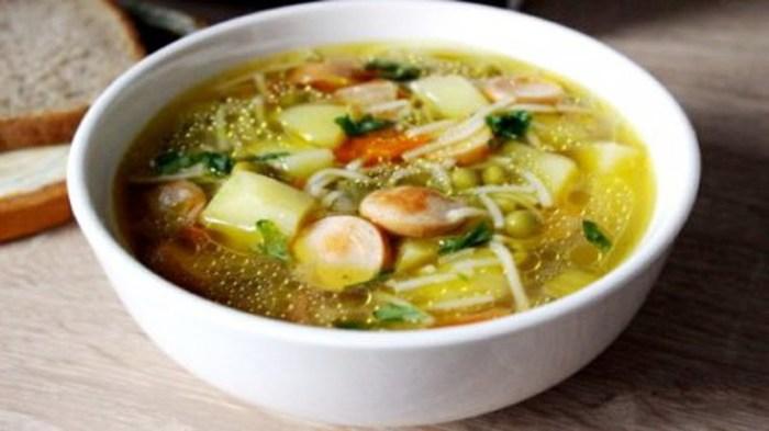 Суп с сосисками. \ Фото: google.com.ua.