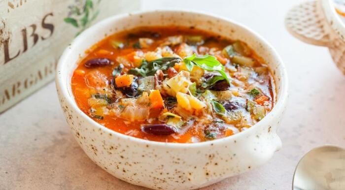 Сытный, наваристый и очень вкусный итальянский овощной пуп. \ Фото: rs.n1info.com.