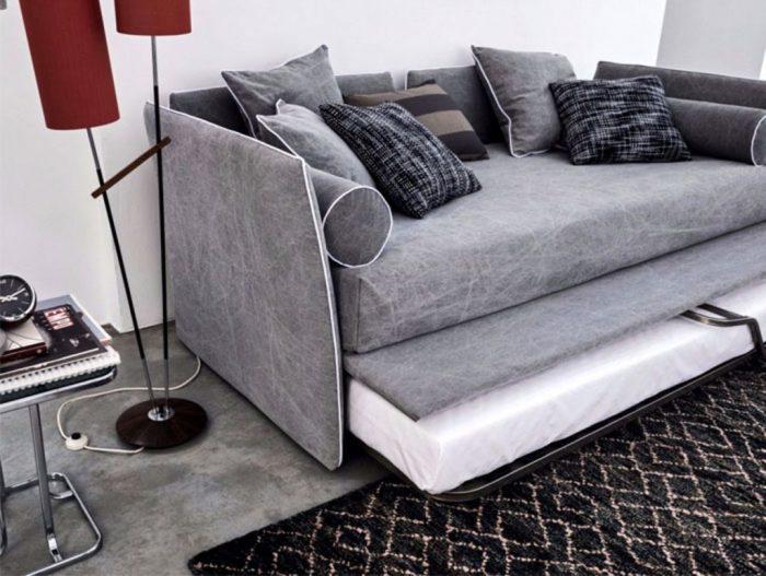 Хай-тек для небольшой современной спальни тоже является идеальным вариантом.