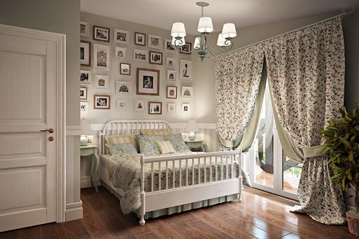 Возле кровати должны располагаться тумбочки, служащие декоративным и функциональным элементом.