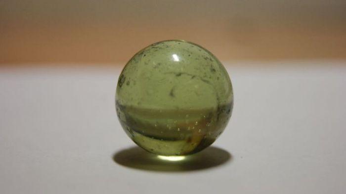Помните их - эти таинственные стеклянные шарики? \ Фото: yandex.ua.