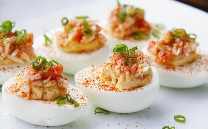 Пикантные фаршированные яйца. \ Фото: google.com.
