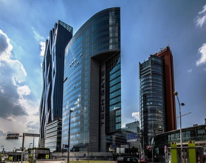 Благодаря изящной форме, небоскрёб на берегу Дуная занял второе место в ежегодном конкурсе Emporis, уступив лишь «Осколку» Ренцо Пиано.