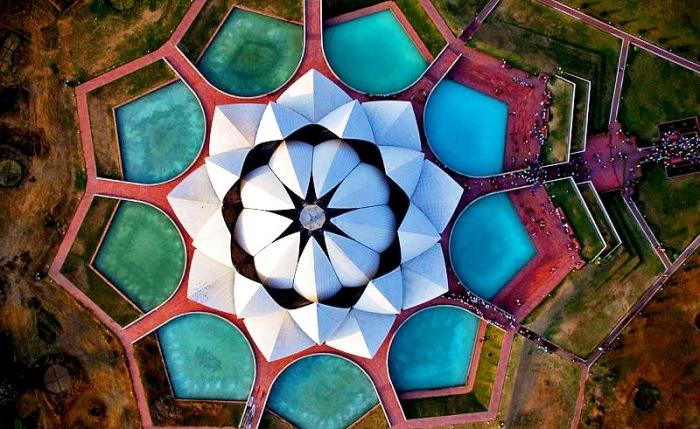 Храм Лотоса выигрывал несколько архитектурных наград и был упомянут во множестве газетных и журнальных статей.