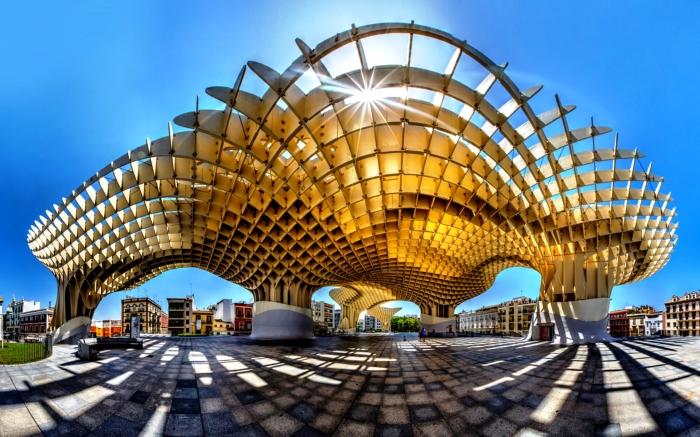 Парасоль — комплекс конструкций в форме гигантских зонтов, опирающихся на огромные колонны, сообщающихся между собой и разделенных на четыре уровня.