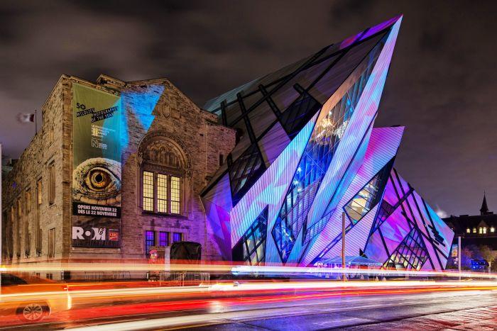 Столь необычная постройка в виде кристаллов была названа в честь мецената Майкла Ли-Чина, на пожертвования которого она была создана.