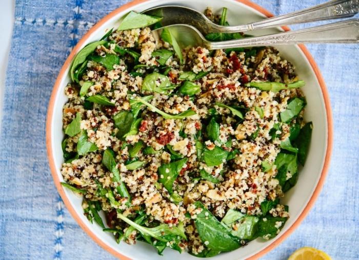 Салат с семенами льна и конопли. \ Фото: hochu.ua.