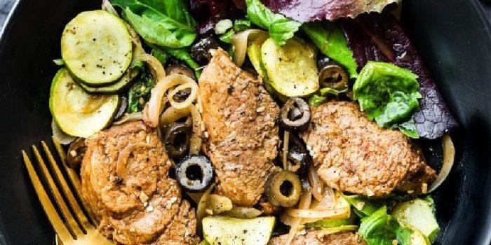 Жареная свинина с оливками и цукини. \ Фото: google.ru.